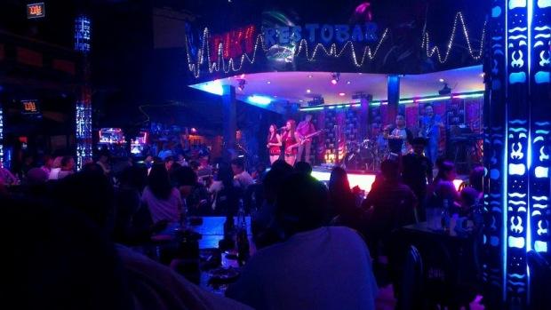Rockin' live music!