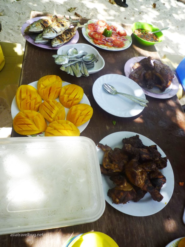 Lunch on Shimizu. All prepared by the boat crew while we snorkeled