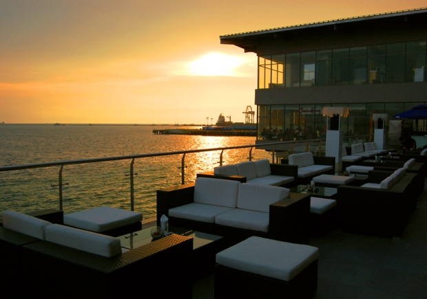 Sunset Beers at the White Moon Bar at Manila Ocean Park